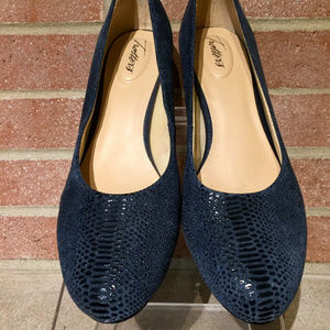 Trotters Womens Candela Textured Leather Pumps